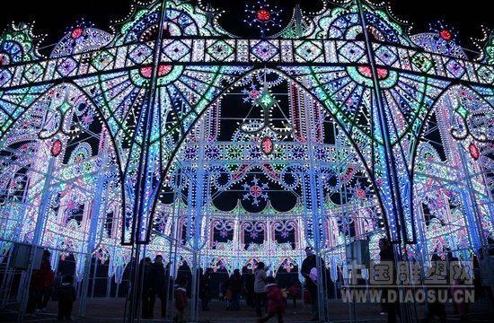 南京玄武湖75组灯光雕塑亮相
