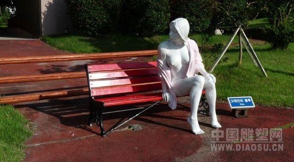 韩国济州岛公园现大尺度雕塑 游客众捧(组图)