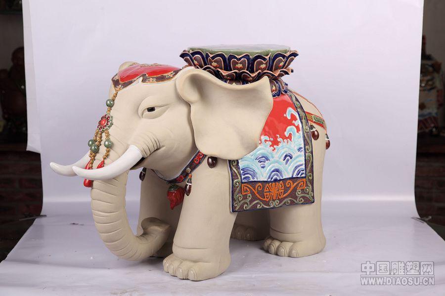 陶艺捏小动物大象